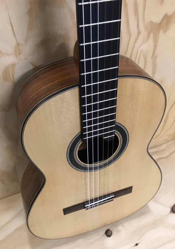 Guitarra Clásica Auditorium acabado natural. Luthier Mateos en España